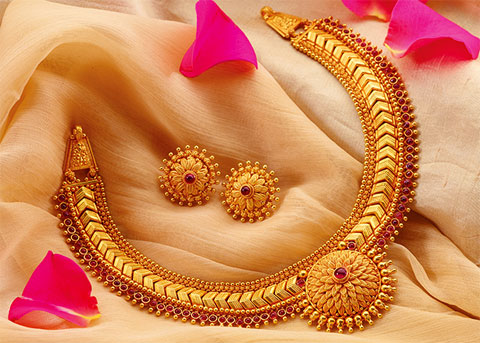 Live Chennai Gold rate decreased Rs 184 per sovereign gold rate